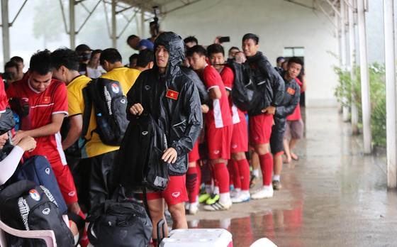 Đội tuyển Việt Nam suýt hủy buổi tập quan trọng ở Myanmar vì mưa to ảnh 4
