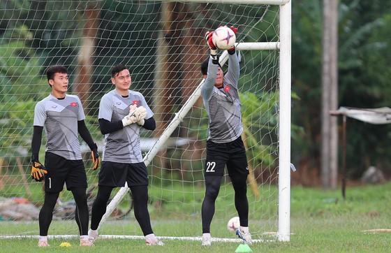 Đội tuyển Việt Nam suýt hủy buổi tập quan trọng ở Myanmar vì mưa to ảnh 9