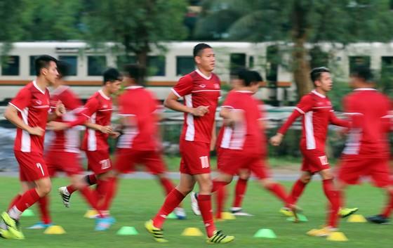 Đội tuyển Việt Nam suýt hủy buổi tập quan trọng ở Myanmar vì mưa to ảnh 11