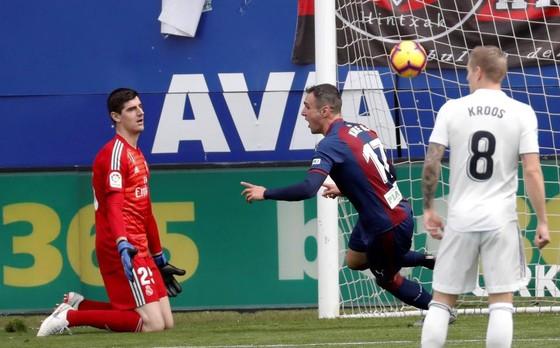 Real Madrid thua sốc Eibar 0-3: Ngày hôm qua đâu rồi! ảnh 4