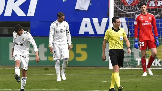 Real Madrid thua sốc Eibar 0-3: Ngày hôm qua đâu rồi! ảnh 3