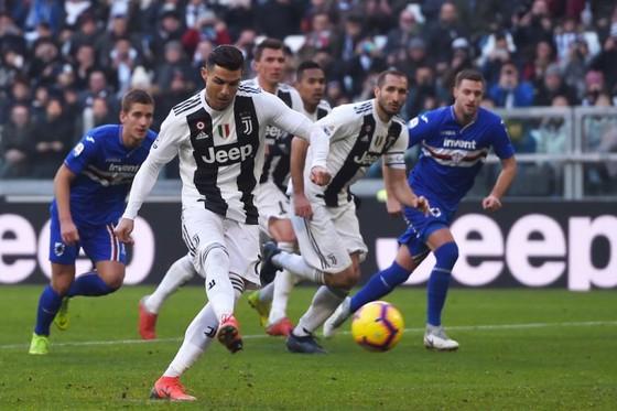 Ronaldo sút thắng quả 11m.