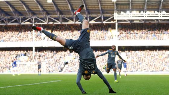 Jamie Vardy giúp Bầy cáo nhấn chìm Everton  ảnh 6