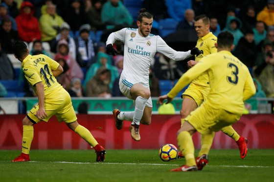 Gareth Bale trong vòng vây hậu vệ Villarreal