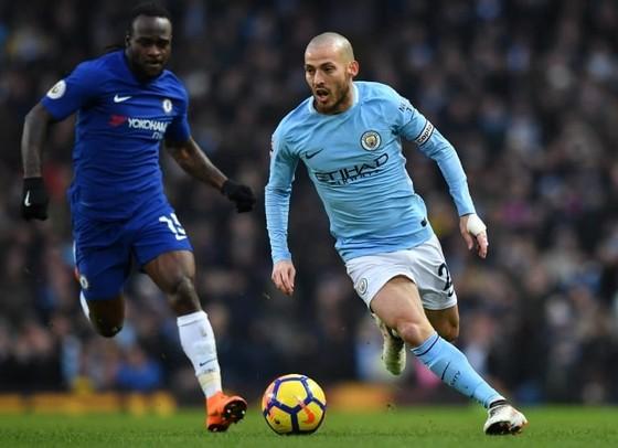 David Silva (phải) trong màu áo Manchester City.