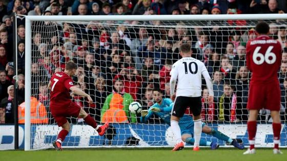 Fulham - Liverpool 1-2. Sadio Mane tỏa sáng, Liverpool chiếm ngôi đầu bảng ảnh 9
