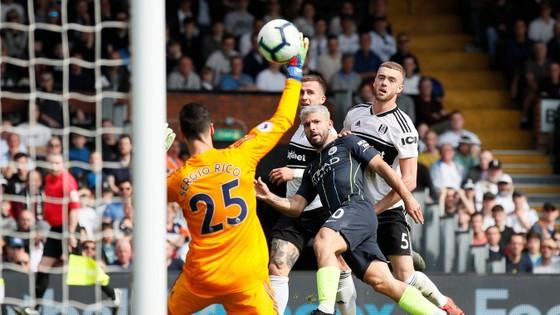 Sergio Aguero tỏa sáng bằng bàn thắng tuyệt đẹp