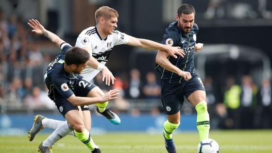 Fulham - Man City 0-2: Silva và Aguero tỏa sáng, Man Xanh chiếm lại ngôi đầu ảnh 8