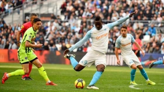 Balotelli ghi kỷ lục trong ngày Marseille ngủ quên