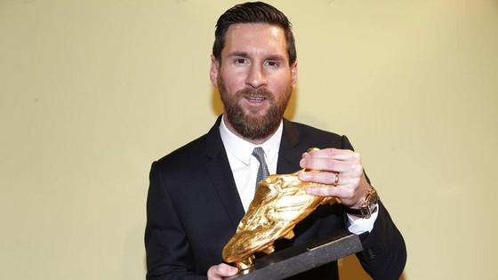 Thảm bại Anfield khiến Messi quên Chiếc giày vàng
