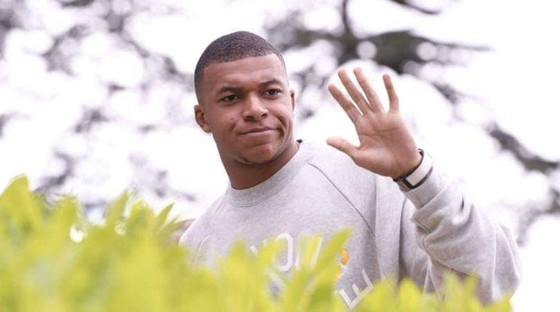 Cha Kylian Mbappe muốn con trai rời PSG