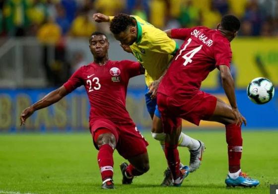 Cú rắc bóng cùa hậu cvệ Qatar khiến FIFA phải bồiu thường cho PSG