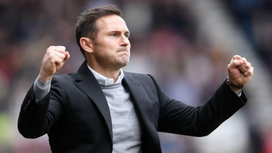 Frank Lampard trên ghế huấn luyện Derby County
