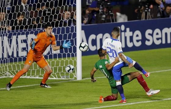 Brazil - Bolivia 3-0: Coutinho ghi cú đúp, Everton lập siêu phẩm ảnh 6