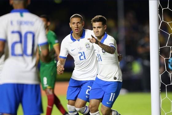 Brazil - Bolivia 3-0: Coutinho ghi cú đúp, Everton lập siêu phẩm ảnh 9