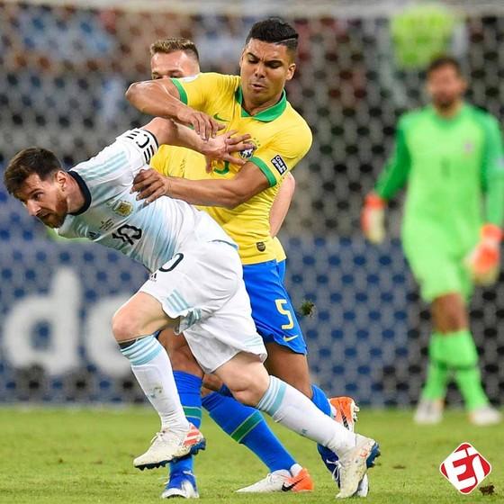"""Brazil làm thế nào để vô hiệu hóa """"người ngoài hành tinh"""" Messi ảnh 1"""