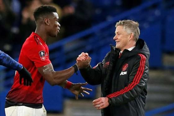 Siêu cò Raiola khuyên Man United bán Pogba