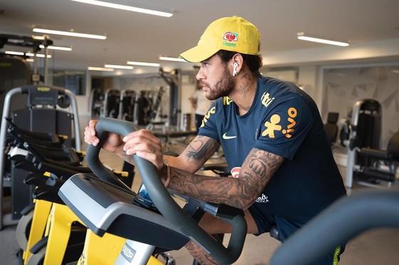 Mặt đối mặt Neymar, Giám đốc PSG buông lời đe dọa