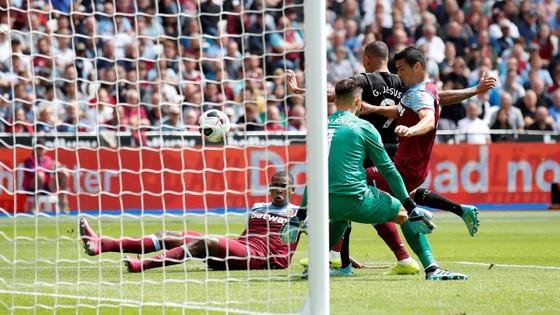 West Ham - Man City 0-5: Sterling ghi hattrick giúp City lên đầu bảng ảnh 4