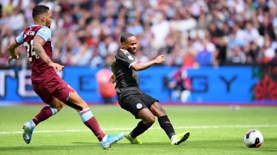 West Ham - Man City 0-5: Sterling ghi hattrick giúp City lên đầu bảng ảnh 5