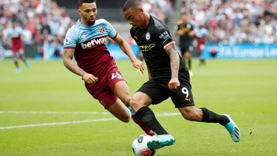 West Ham - Man City 0-5: Sterling ghi hattrick giúp City lên đầu bảng ảnh 3
