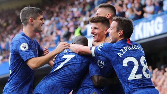 Chelsea ăn mừng bàn thắng của Mason Mount.
