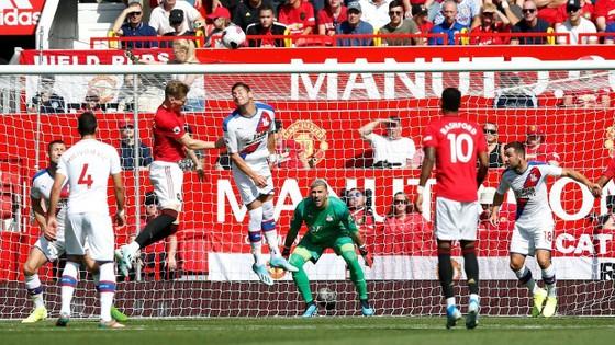 Man United - Crystal Palace 1-2: Sụp đổ phút cuối cùng ảnh 4