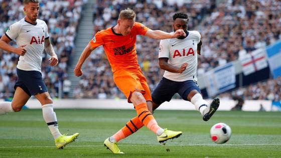Tottenham - Newcastle 0-1, Gà trống mờ nhạt, Joelinton ghi chiến thắng cho Chích chòe ảnh 3