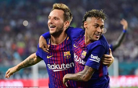 Rakitic sẽ phải sang PSG để Neymar trở lại Barca