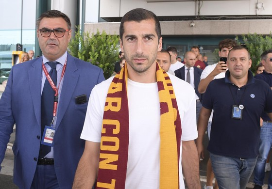 Cựu sao Manchester United rời Arsenal đầu quân cho Roma