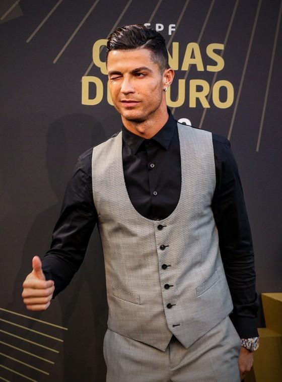 Ronaldo ghi kỷ lục 10 lần thắng giải Cầu thủ xuất sắc nhất Bồ Đào Nha ảnh 1