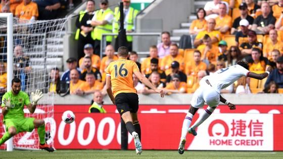 Wolves - Chelsea 2-5: Abraham ghi hattrick gây sốc cho bầy sói ảnh 6
