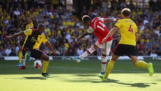Watford - Arsenal 2-2: Auba ghi cú đúp, Sokratis, Luiz tặng quà Flores ảnh 3