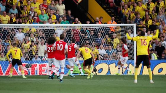 Watford - Arsenal 2-2: Auba ghi cú đúp, Sokratis, Luiz tặng quà Flores ảnh 7