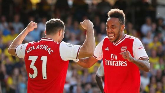 Watford - Arsenal 2-2: Auba ghi cú đúp, Sokratis, Luiz tặng quà Flores ảnh 4