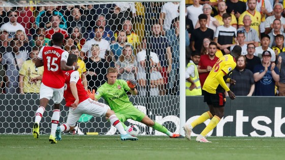 Watford - Arsenal 2-2: Auba ghi cú đúp, Sokratis, Luiz tặng quà Flores ảnh 11