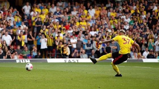 Watford - Arsenal 2-2: Auba ghi cú đúp, Sokratis, Luiz tặng quà Flores ảnh 9