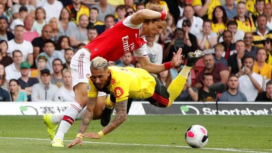 Watford - Arsenal 2-2: Auba ghi cú đúp, Sokratis, Luiz tặng quà Flores ảnh 8