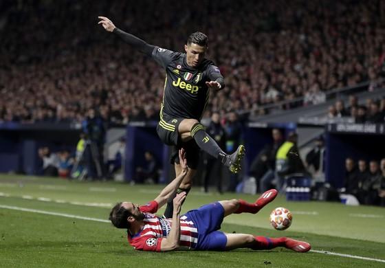 Ronaldo vượt qua hàng thủ Atletico mùa trước