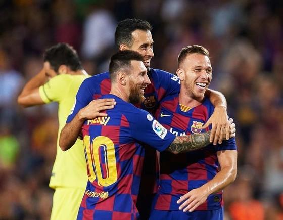 Busquets hạnh phúc tranh giành vi trí chính thức ở Barcelona