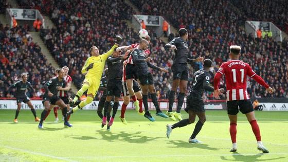 Sheffield United - Liverpool 0-1: Thủ thành Henderson tặng quà, Wijnaldum ghi điểm ảnh 8