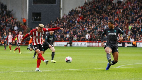 Sheffield United - Liverpool 0-1: Thủ thành Henderson tặng quà, Wijnaldum ghi điểm ảnh 3