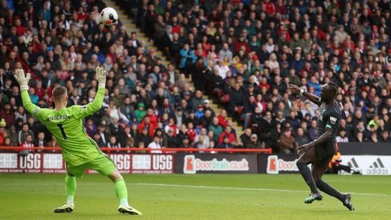 Sheffield United - Liverpool 0-1: Thủ thành Henderson tặng quà, Wijnaldum ghi điểm ảnh 5