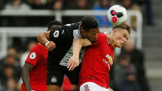 Newcastle - Man United 1-0: Nhóc Longstaff ghi bàn, Chích chòe nhấn chìm Quỷ đỏ ảnh 5