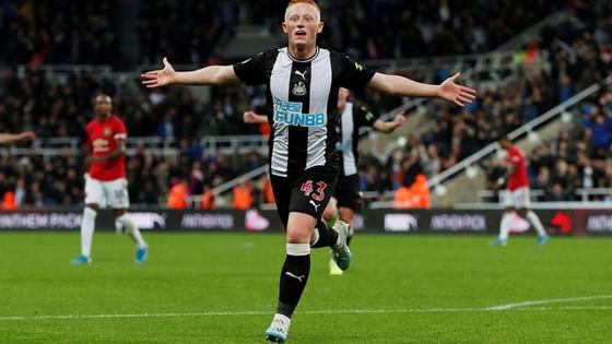 Newcastle - Man United 1-0: Nhóc Longstaff ghi bàn, Chích chòe nhấn chìm Quỷ đỏ ảnh 6