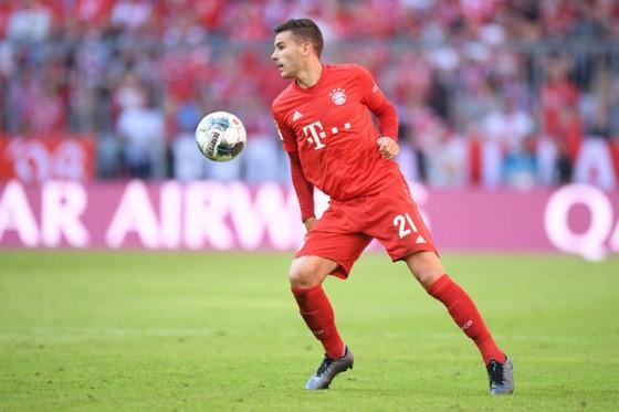 Deschamps thách đố Bayern: Hernandez sẽ ra sân dù chỉ với 1 chân ảnh 1