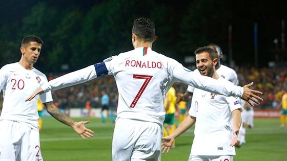 Cristiano Ronaldo săn tìm bàn thắng thứ 700 trong sự nghiệp