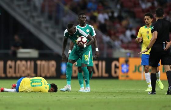 Brazil báo động: Neymar chấn thương, Casemiro cứu nguy trước Nigeria ảnh 1