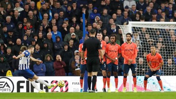 Brighton - Everton 3-2: Lucas Digne đốt lưới nhà giúp Mồng biển thắng ngược phút cuối ảnh 3