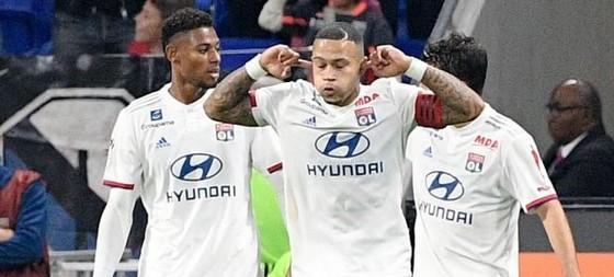 Lyon chơi bóng trở lại